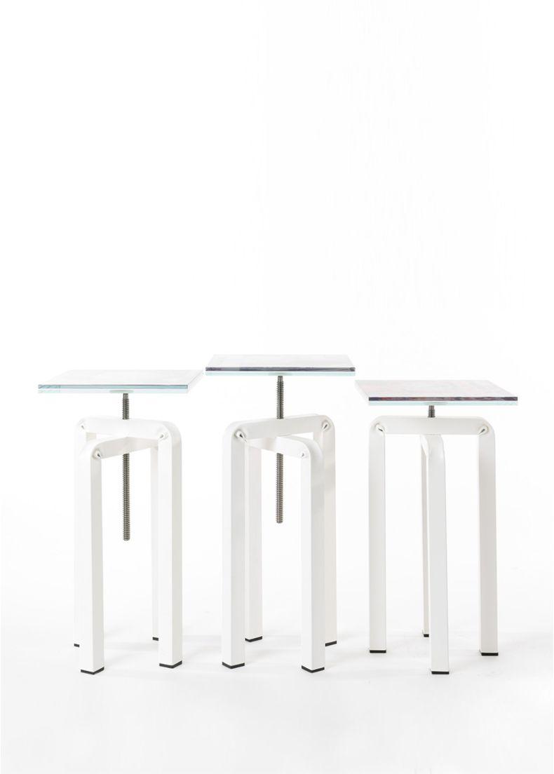 Composizione tavolini da caffè di design con struttura in acciaio e piano in vetro serigrafato cm. 30x30x55h