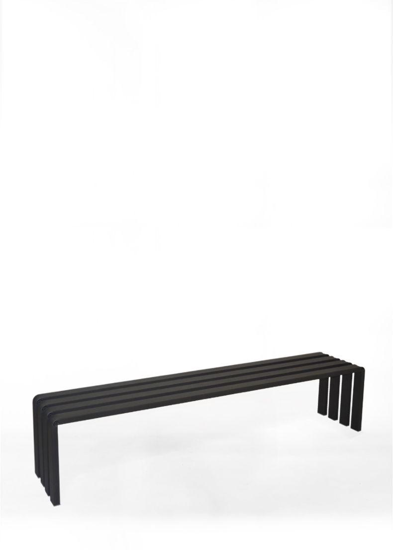 panca di design in acciaio verniciato nero adatta per negozi, uffici, showroom ed eventi