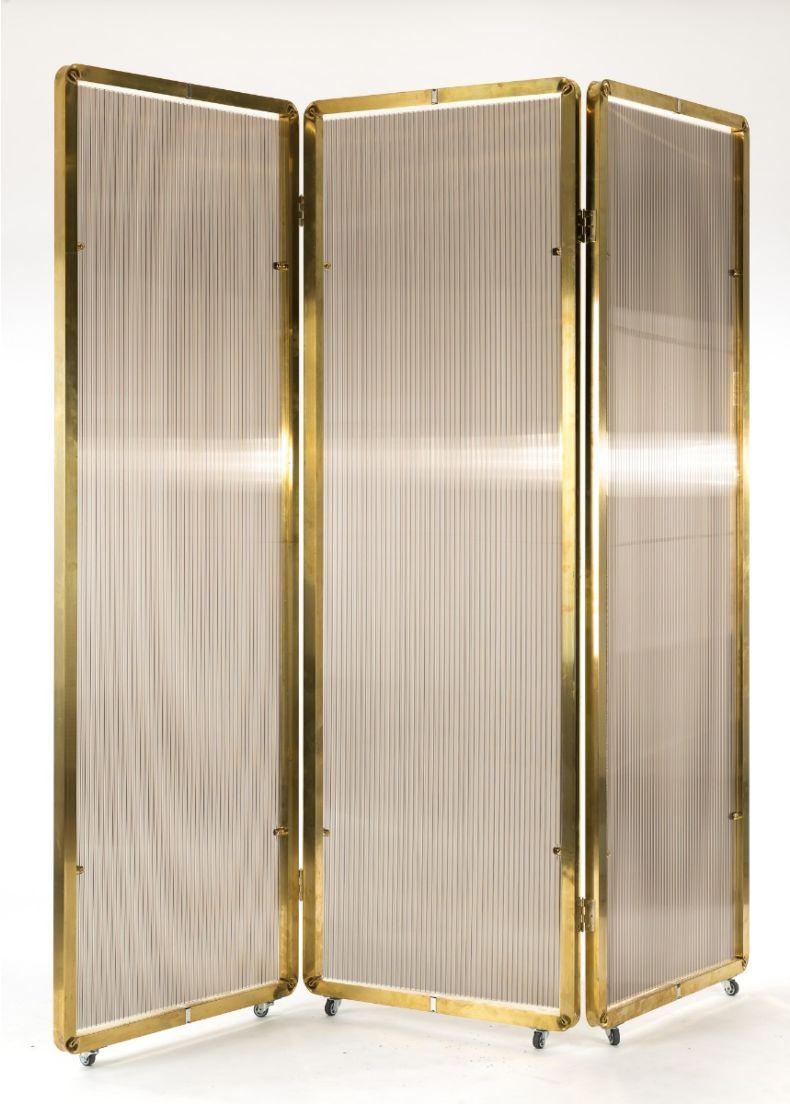divisorio separé per ambienti indoor con struttura in ottone e pannelli in lexan situér milano