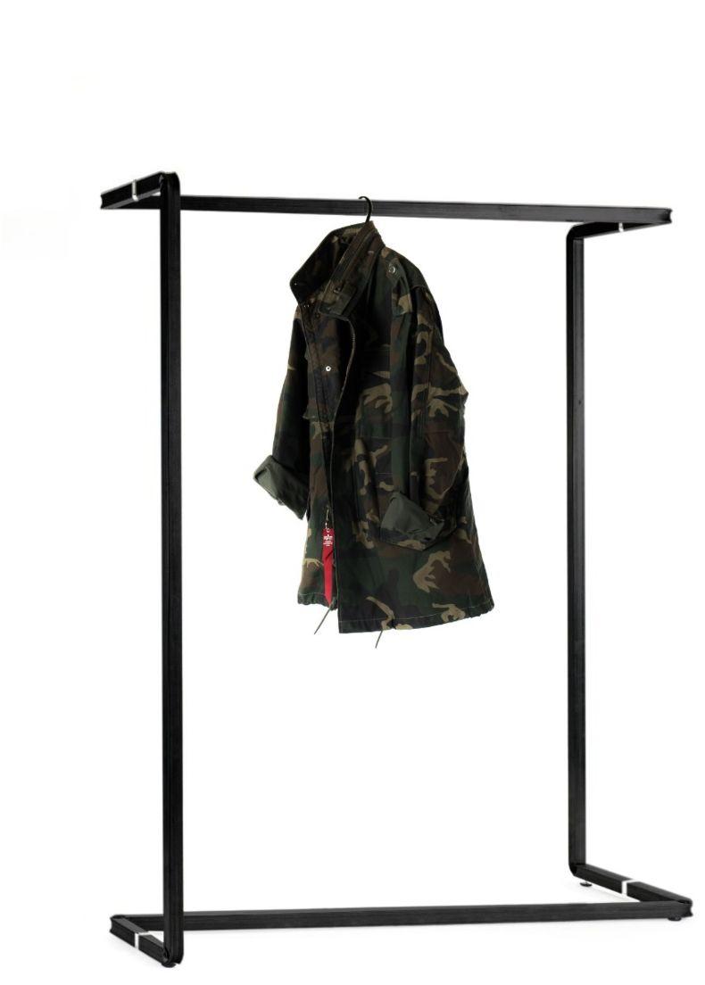 stender di design in acciaio verniciato per negozi e showroom