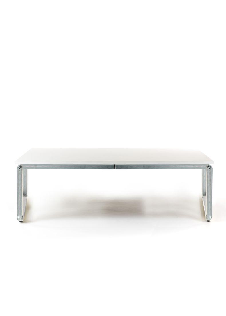 tavolo basso di design ideale per negozi e showroom