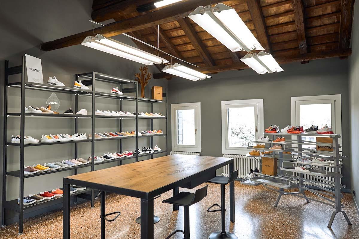 arredo minimale e di design per negozi, showroom e hotel