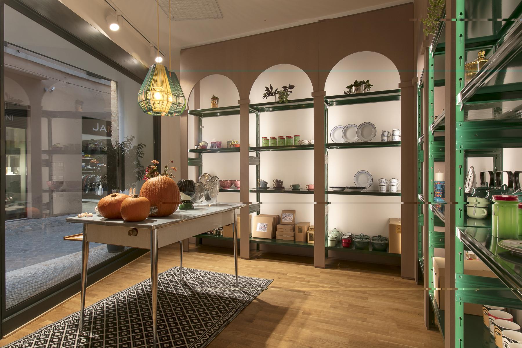 arredo design per negozi minimal situér milano