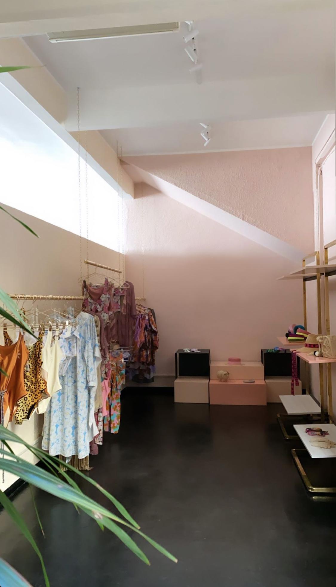 arredo colorato e di design per negozi e showroom designed by situer milano