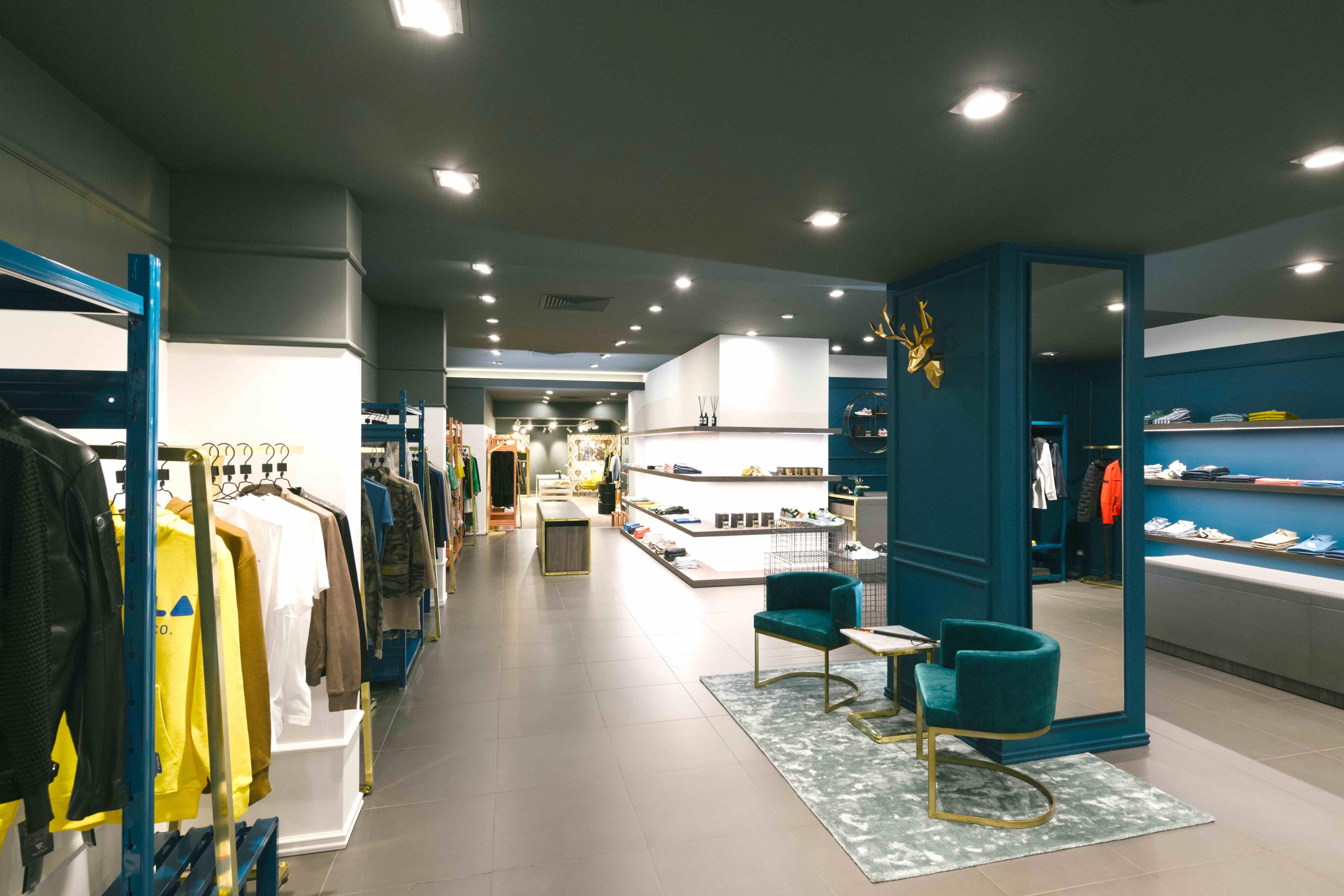 arredo completo di design per negozi moda di alto livello
