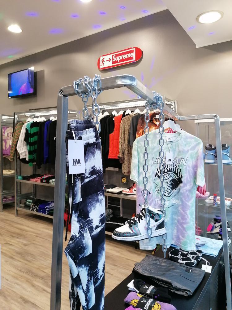 arredo industrial di design firmato situér milano per negozi e showroom