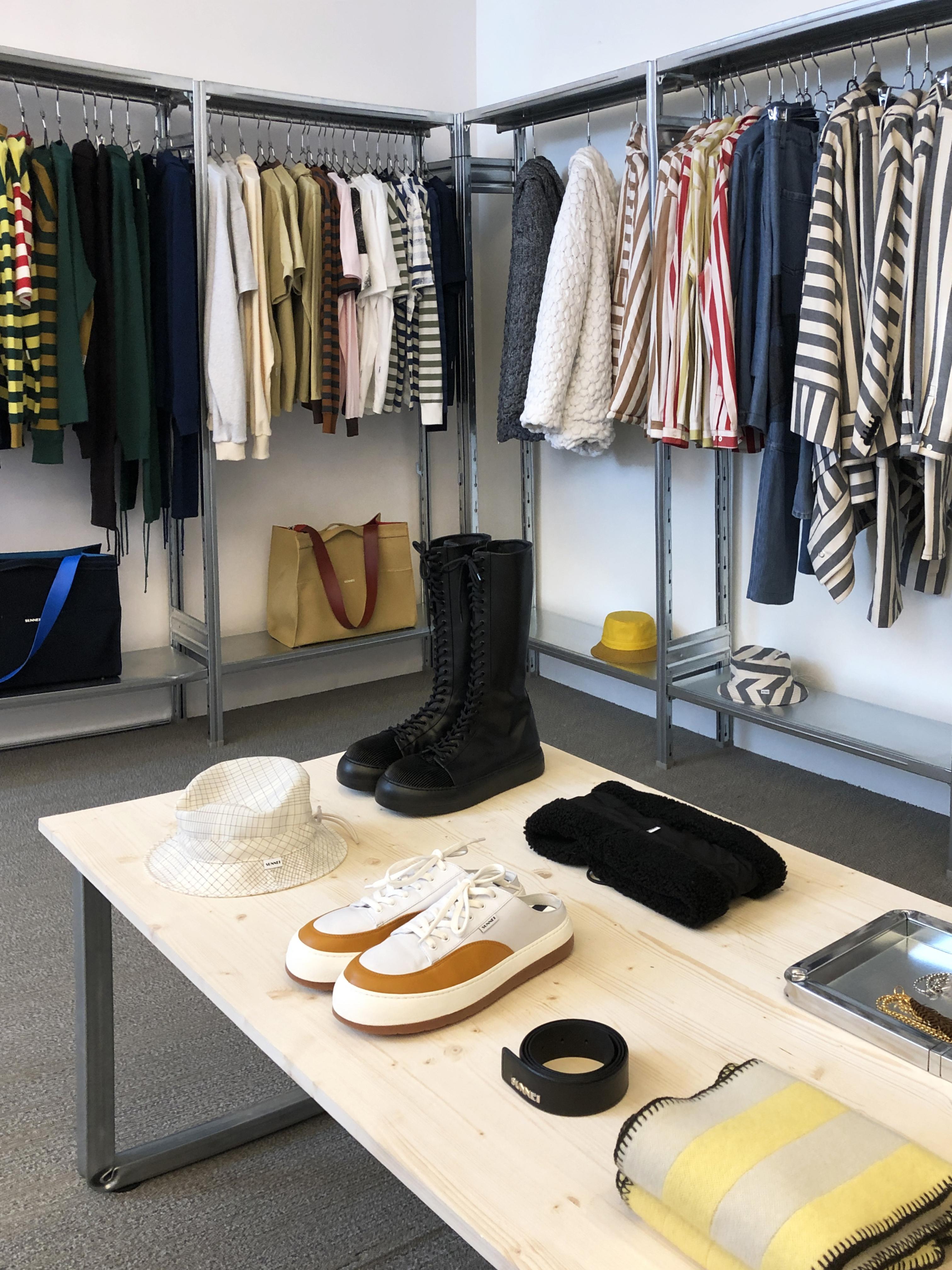 set design Situér milano showroom sunnei paris