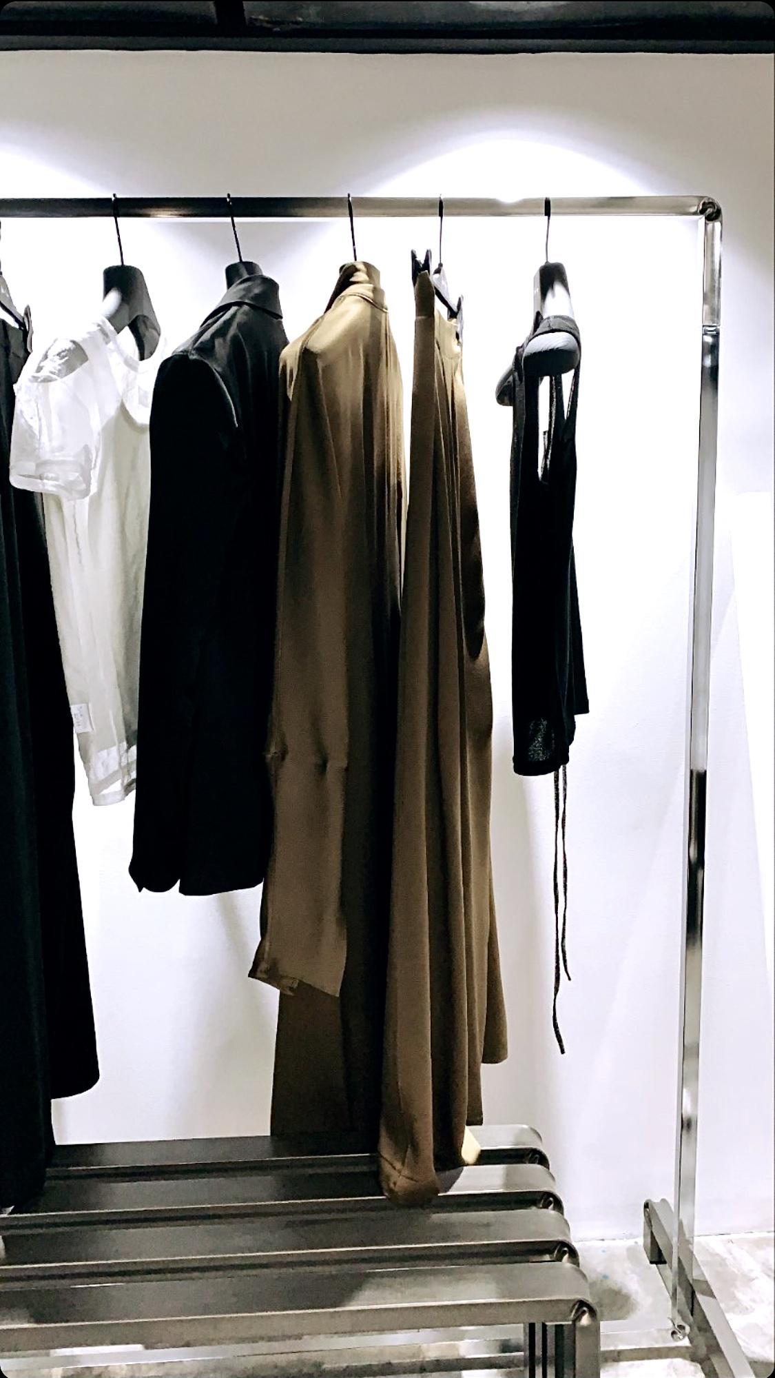 dettaglio allestimento completo per negozi e showroom