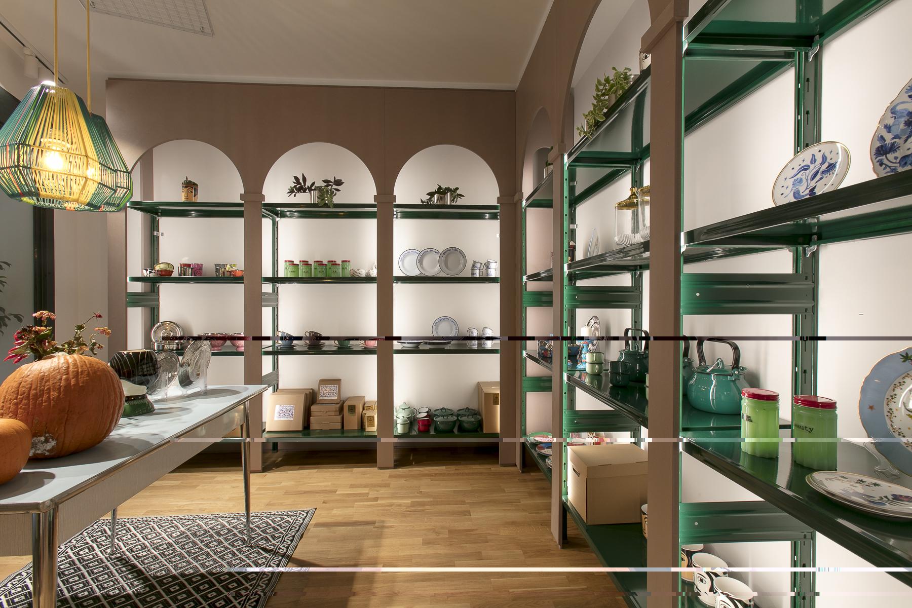 espositori a parete di design per negozi e showroom