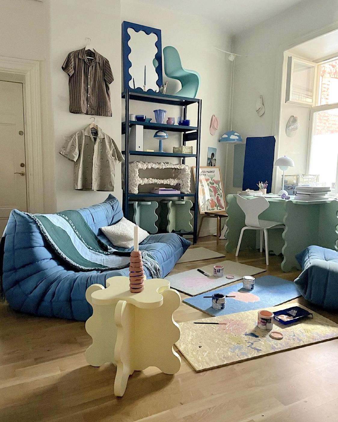 scaffale libreria di design di colore blu per studio architettura stoccolma