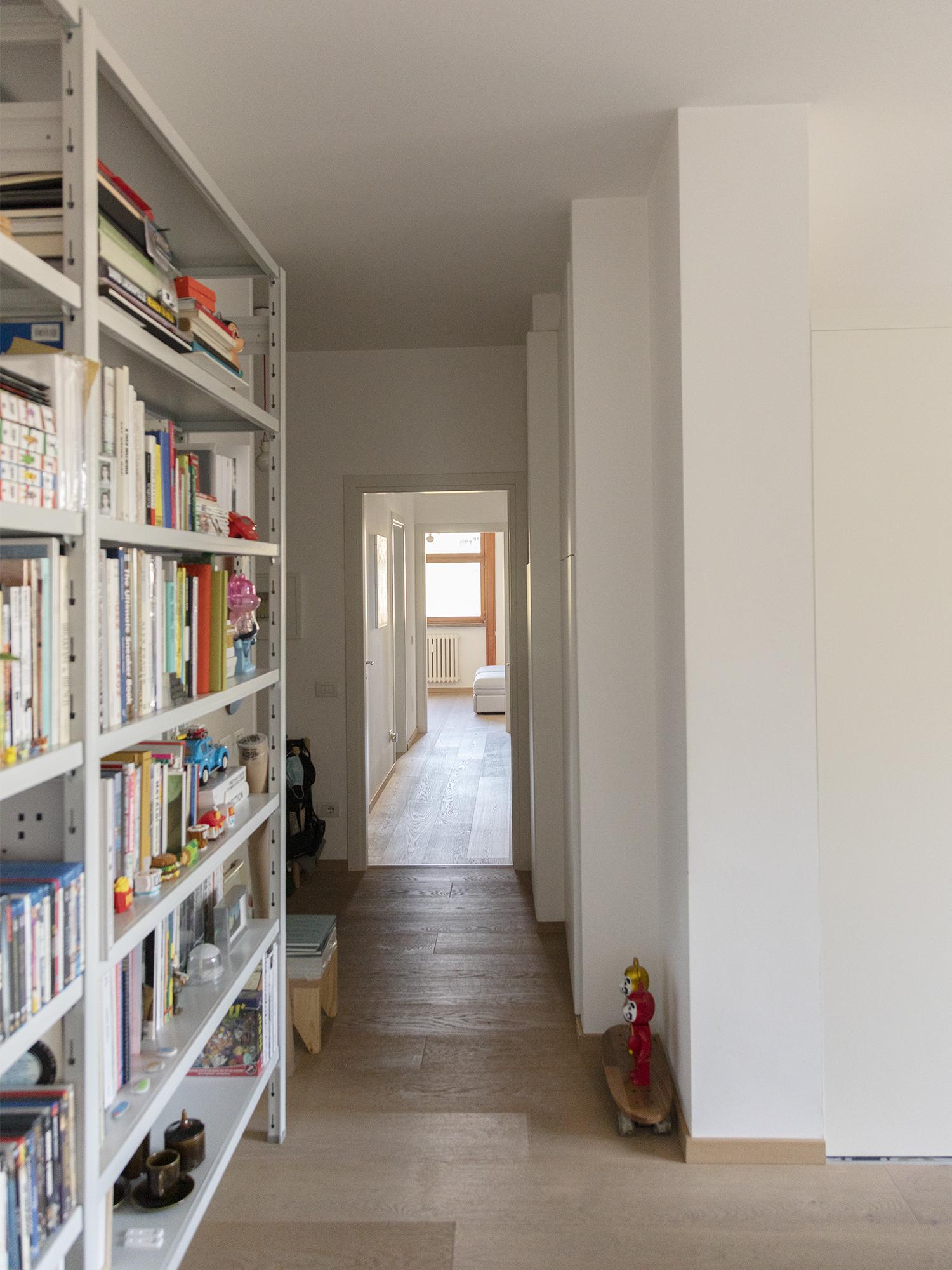 libreria in metallo di design per libri o raccoglitori adatta per negozi, uffici, showroom e hotel