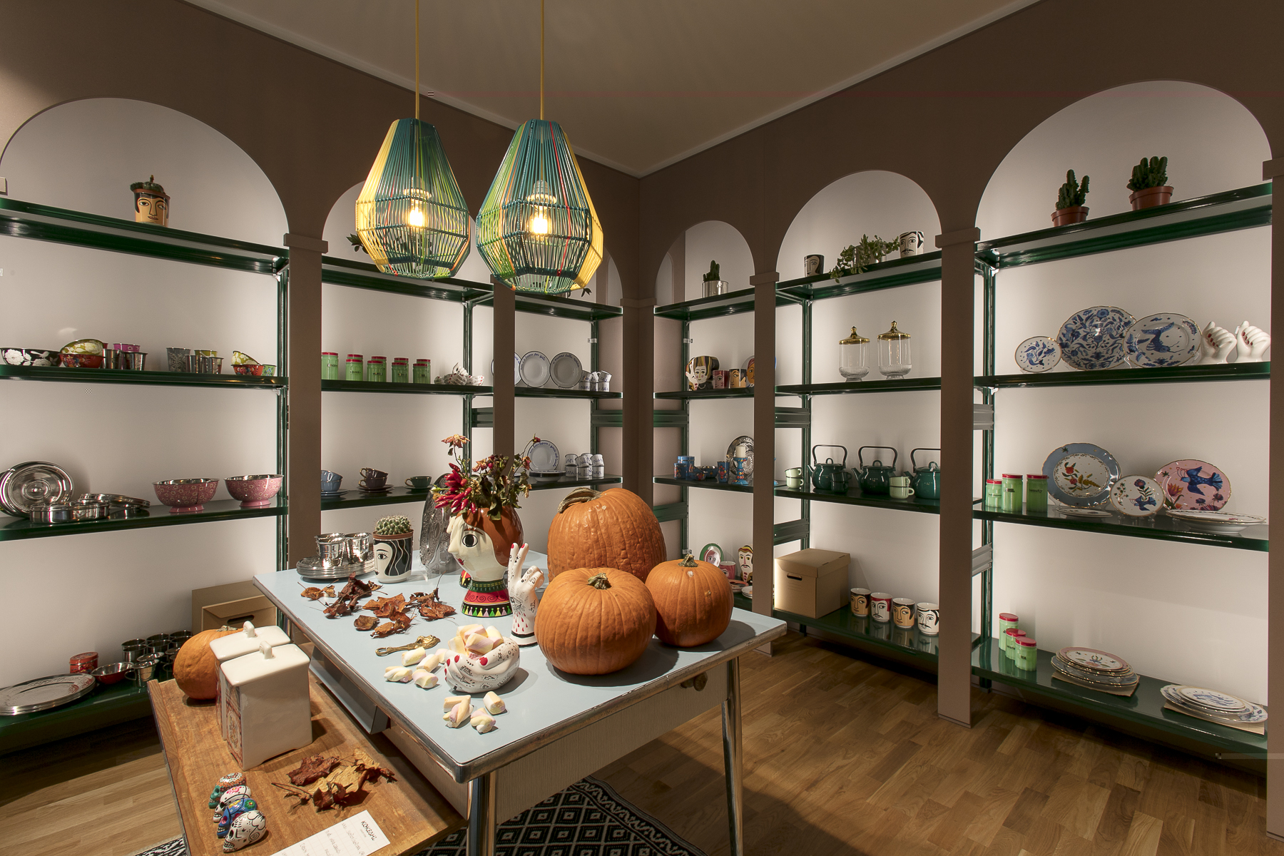 librerie di design per allestire negozi in stile minimal