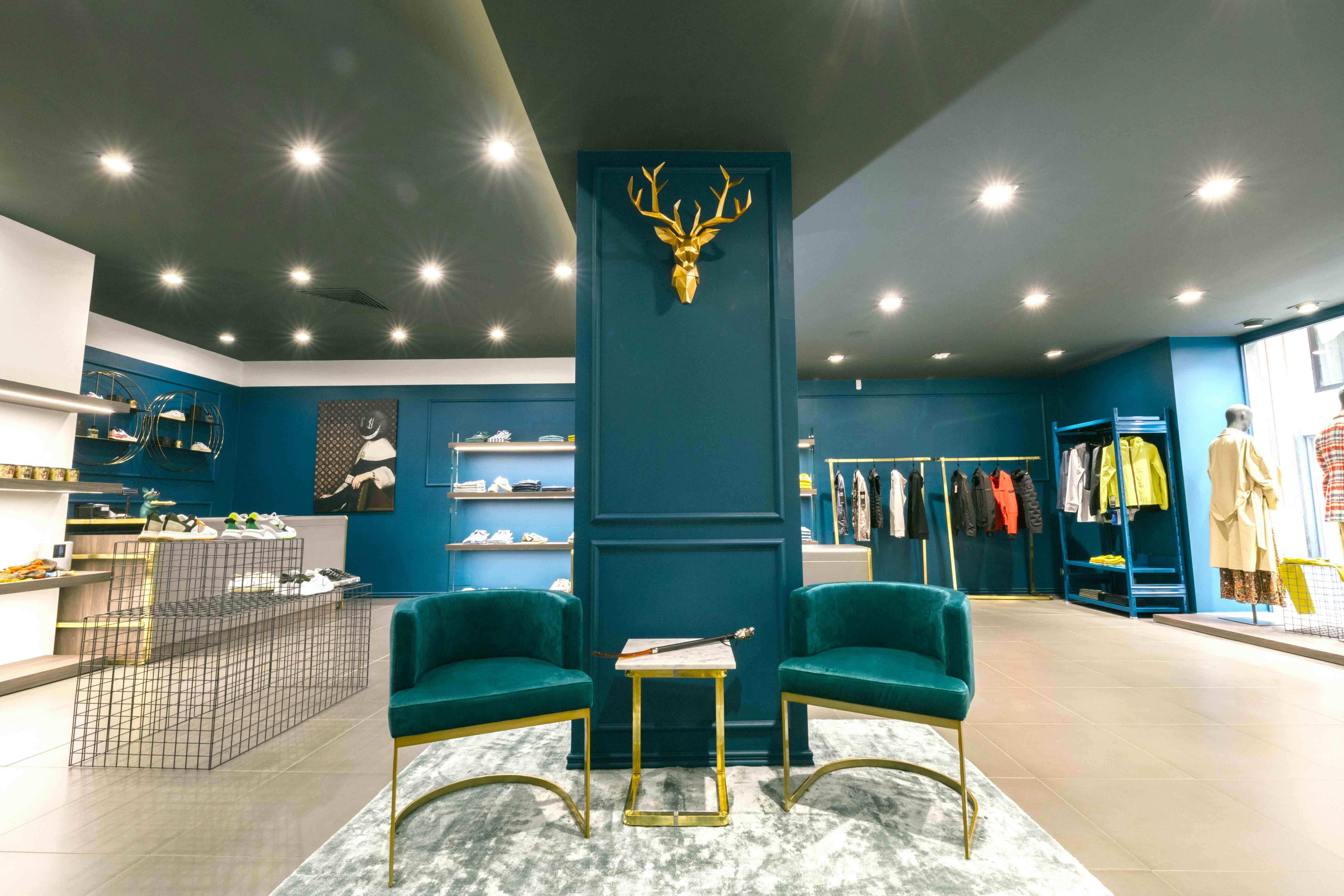 arredi di design firmati situér milano per allestimento negozi moda e showroom