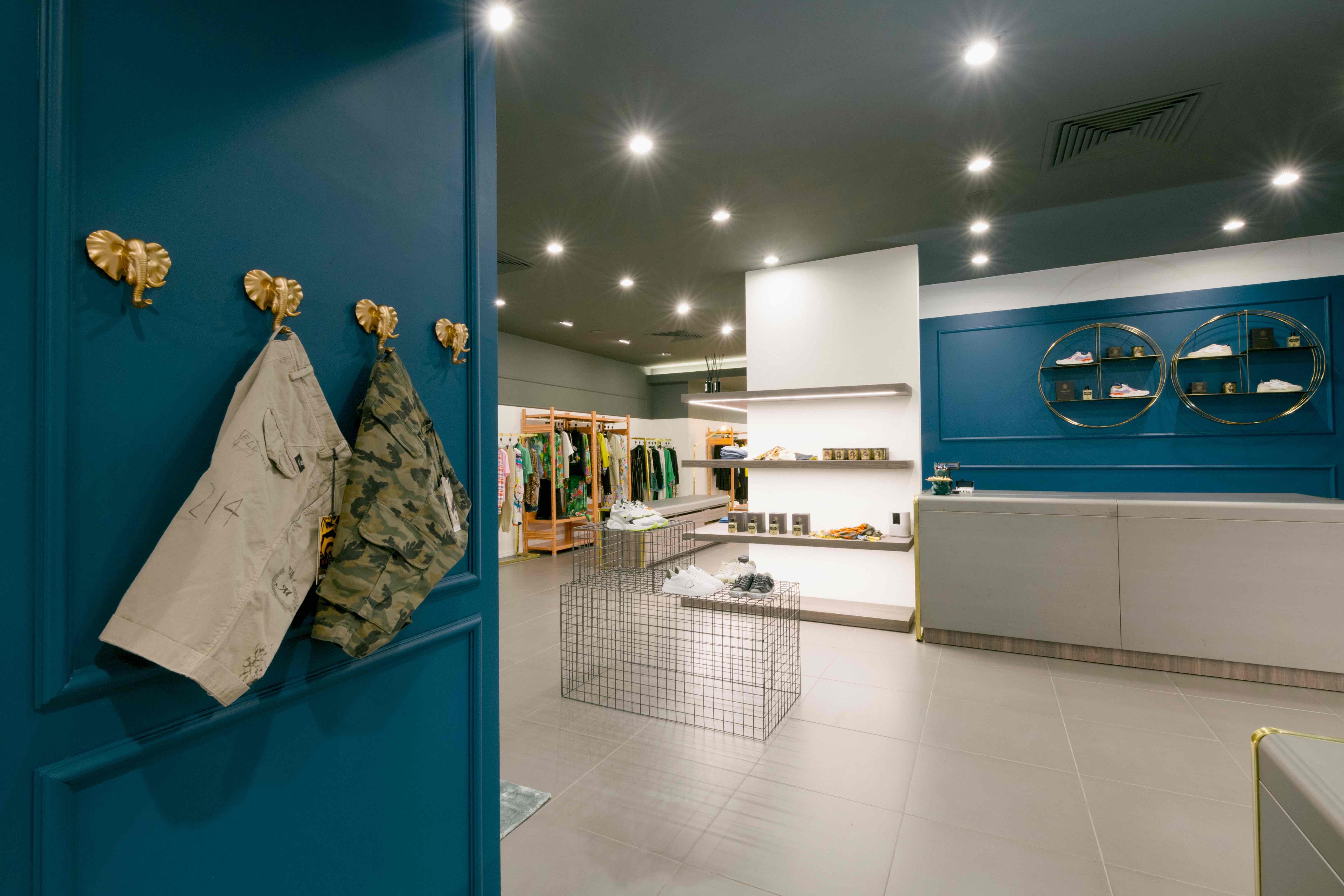 negozio di design allestito con arredi situérmilano