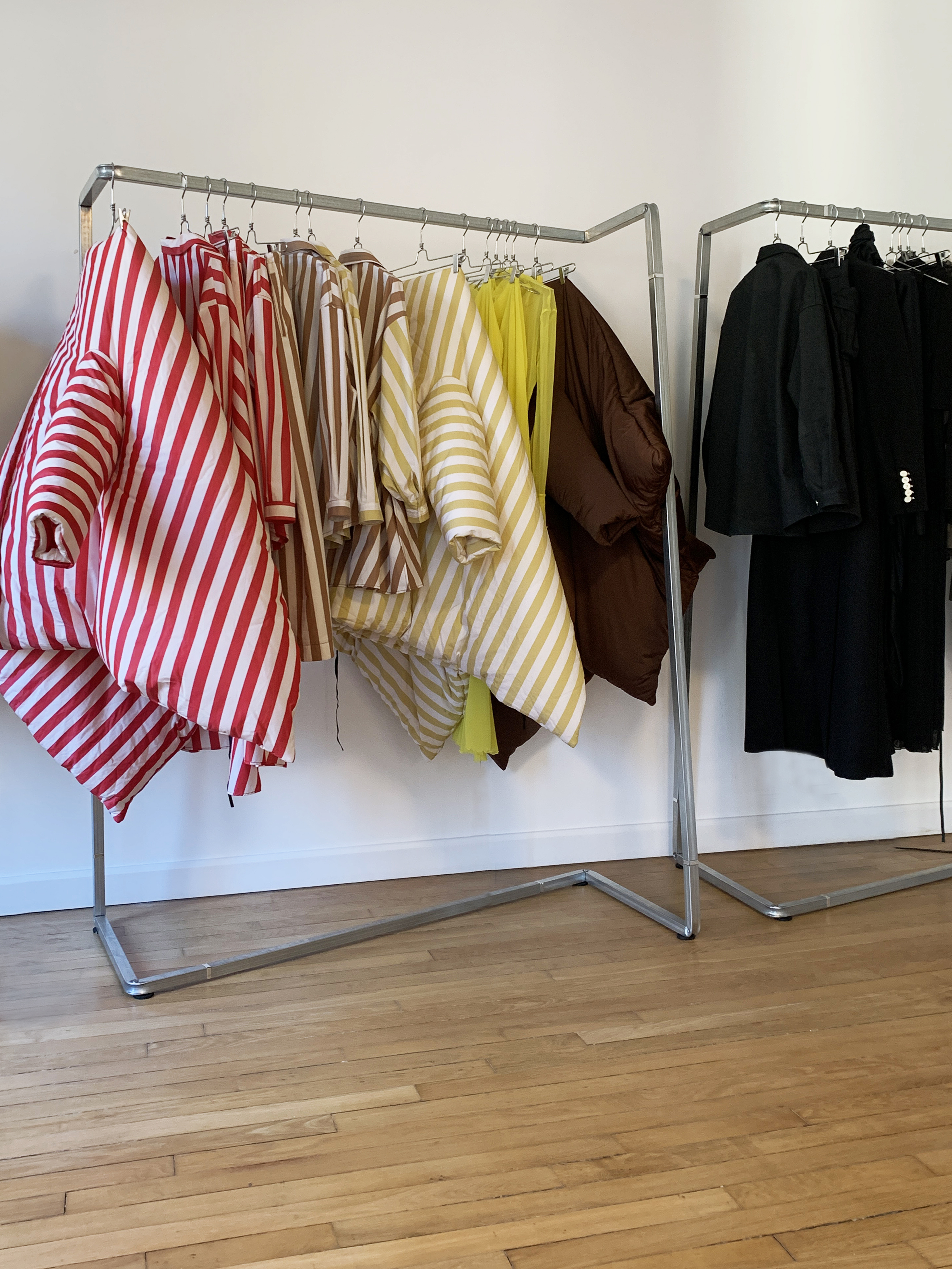 stender appendiabiti di design per negozi e showroom ed eventi