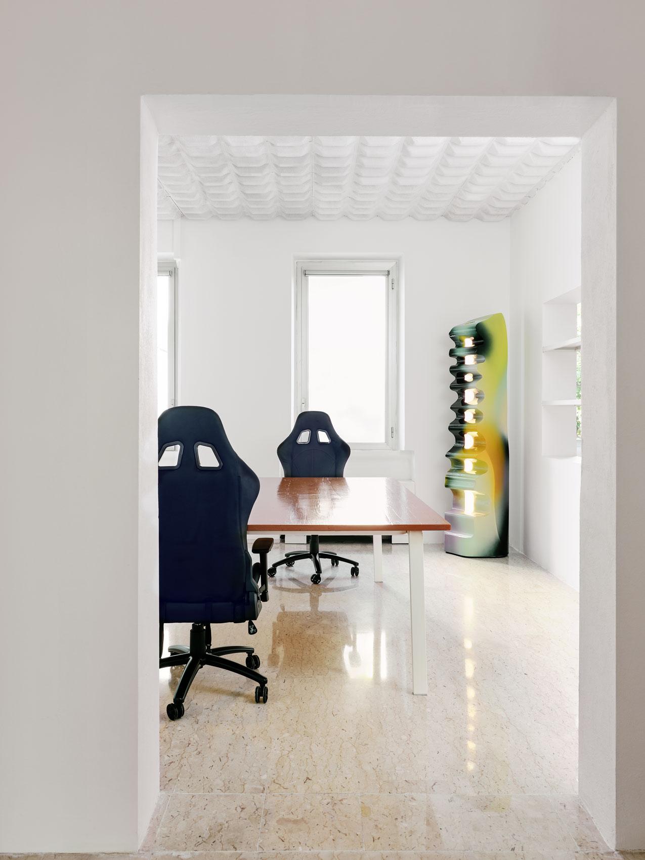 scrivanie di design per showroom uffici stile e brand di moda