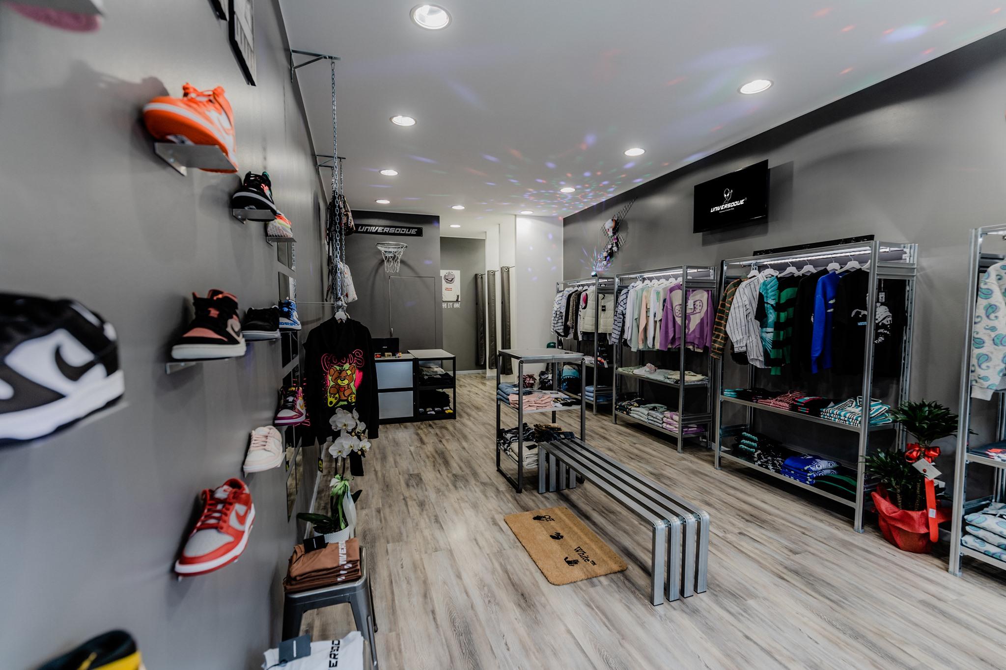 appendiabiti di design in metallo per negozi e showroom
