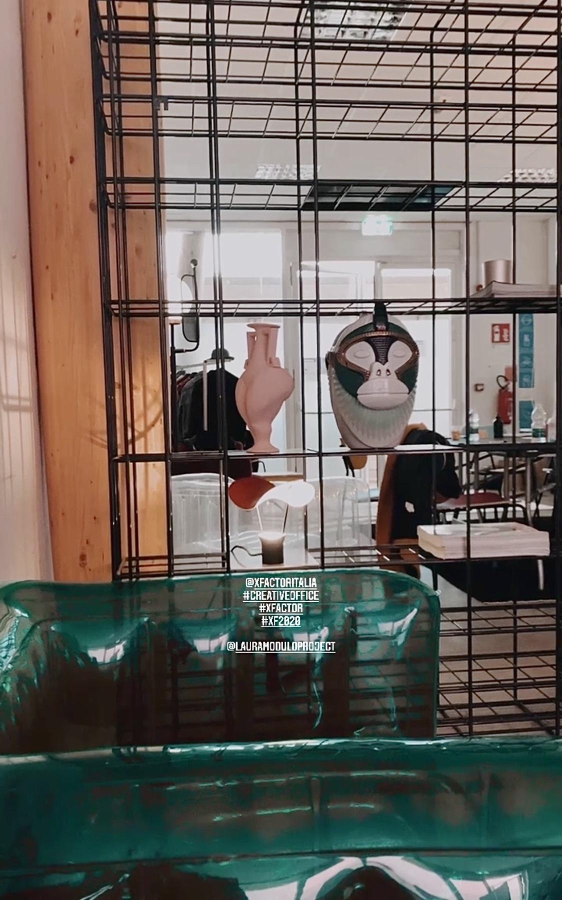 ufficio creativo con arredi design situèr milano studi sky italia