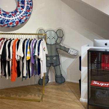 Come arredare in stile minimal lo showroom