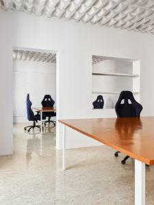 tavoli e arredo di design per le nicchie di palazzina sunnei